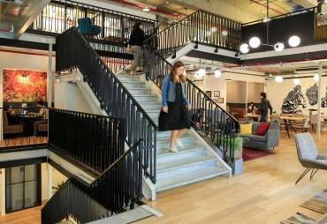 בתמונה: חלל עבודה ווי-וורק לונדון מיניסטור תל אביב
